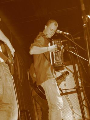 Выступление в клубе Империо 24 декабря 2005. Презентация DVD Бадуна. (Чертополох, Яръ, Макс Нижегородов, Запой!, Бадун)
